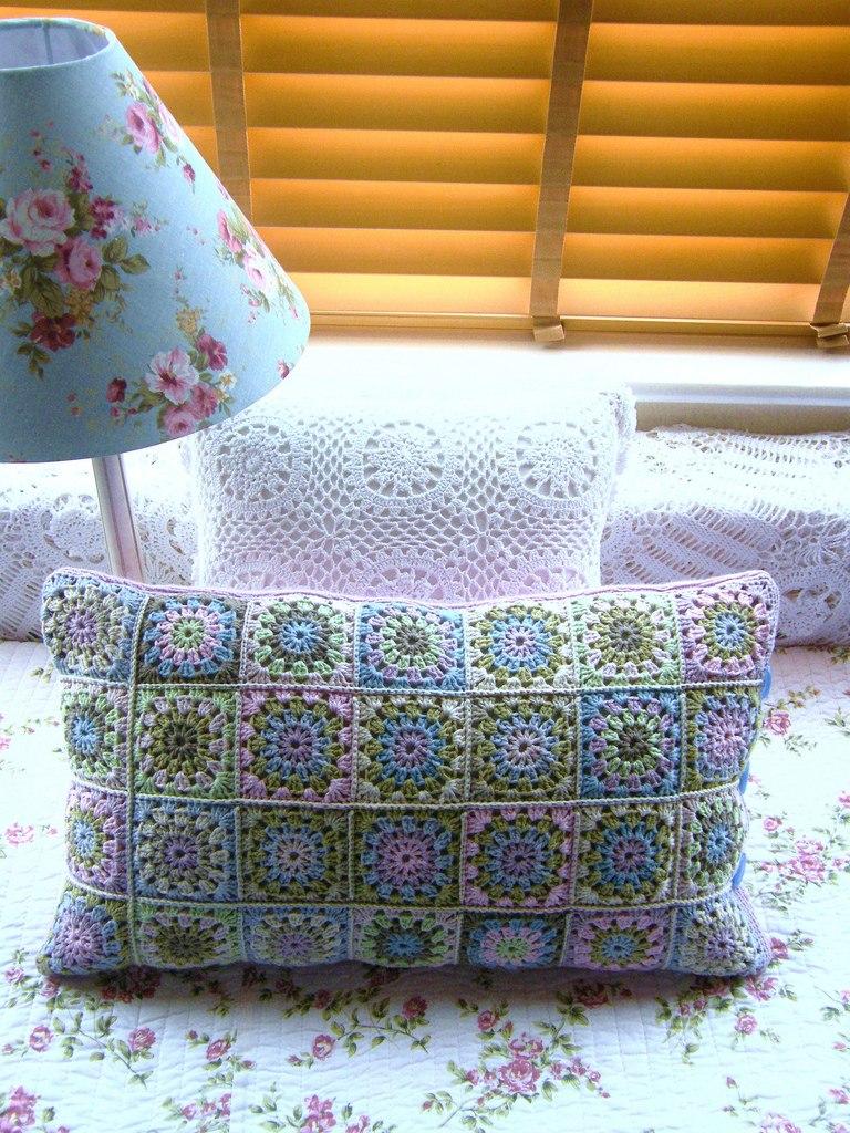 оригинальные вязаные подушки