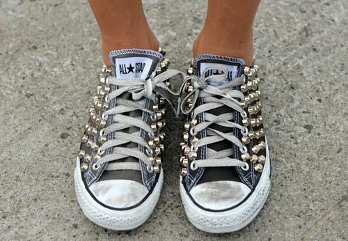 обувь с заклепками